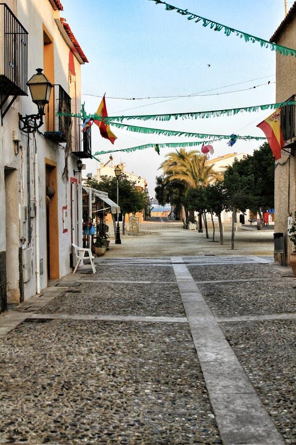 Gator av den Tabarca ön i Alicante smyckade vid festligheten fotografering för bildbyråer