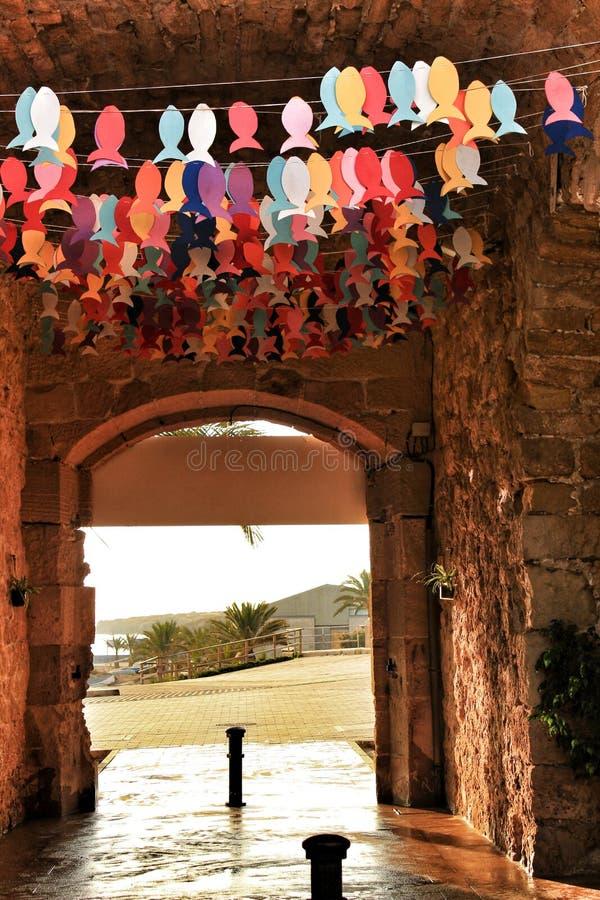 Gator av den Tabarca ön i Alicante smyckade vid festligheten royaltyfri bild