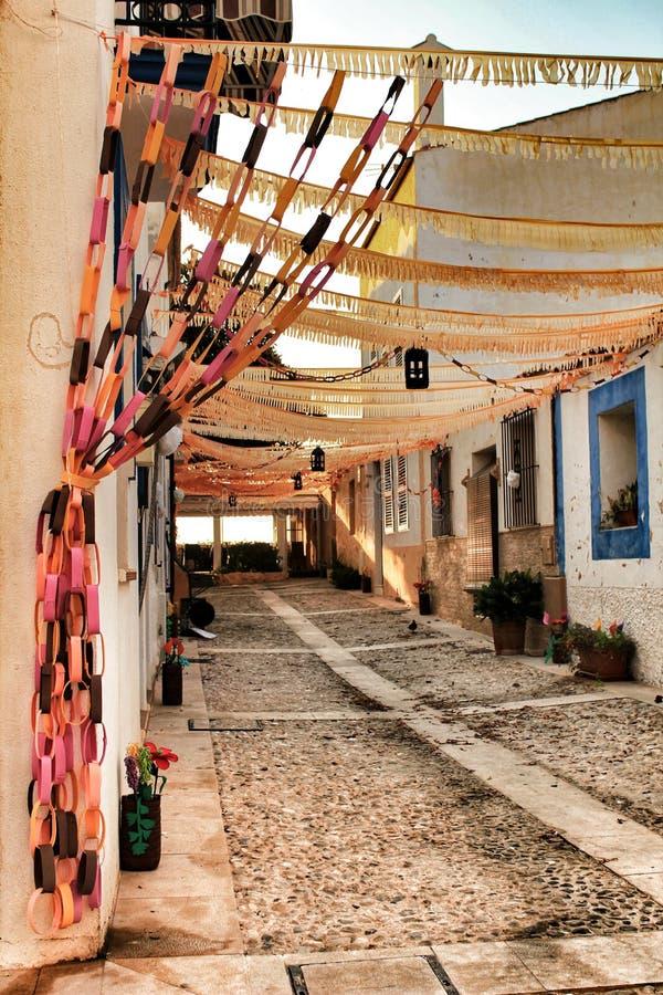 Gator av den Tabarca ön i Alicante smyckade vid festligheten arkivbilder