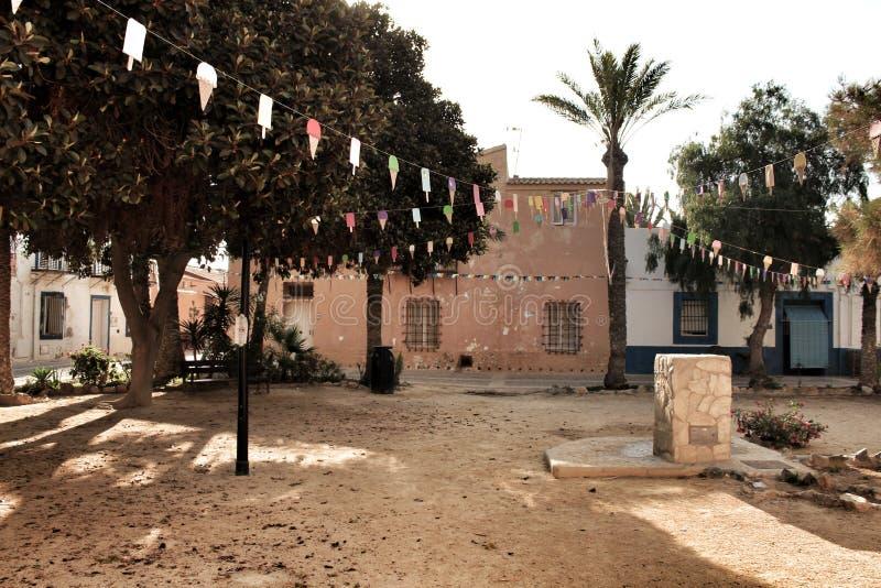 Gator av den Tabarca ön i Alicante smyckade vid festligheten royaltyfria bilder