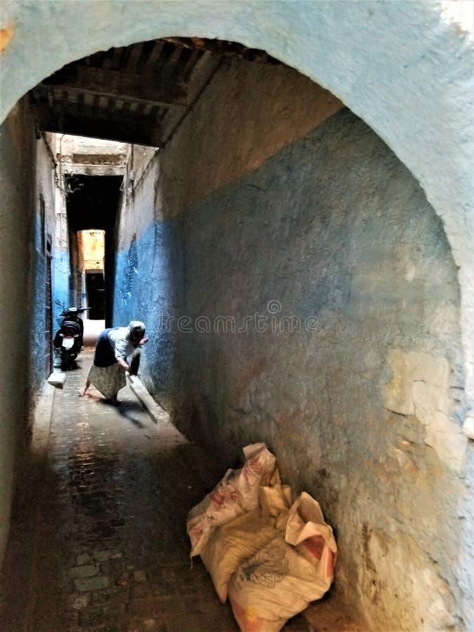 Gator av Fez eller Fes Medina arkivbild