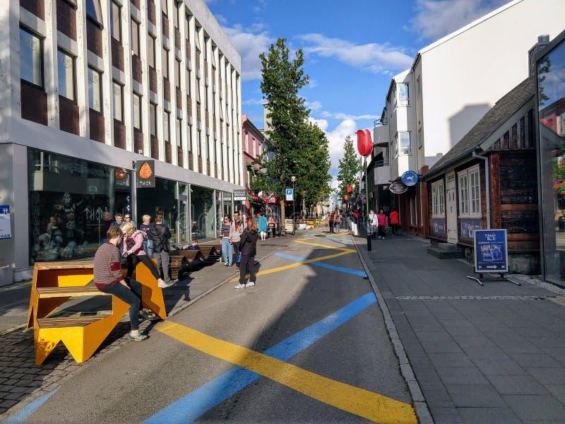 Gator av i stadens centrum Reykjavik Island arkivfoto