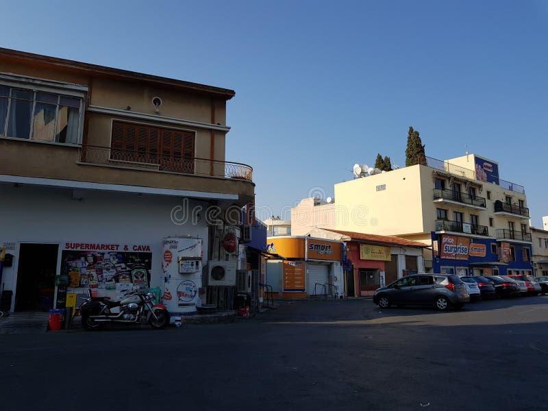 Gator av Larnaca, Cypern royaltyfri fotografi