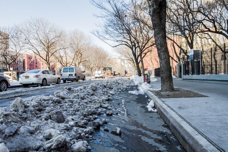Gator av New York efter snö arkivbilder