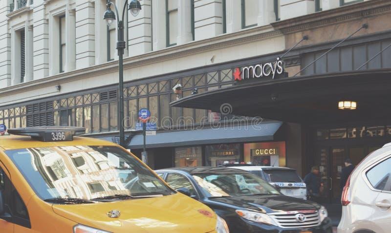 Gator för trafik för Macy New York City rusningstidManhattan Midtown royaltyfri fotografi