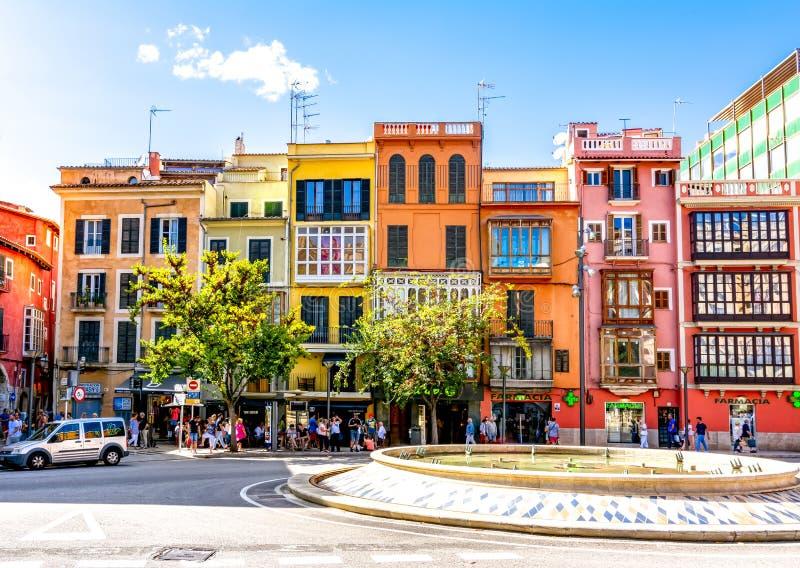Gator och arkitektur av Palma de Mallorca, Balearic Island, Spanien arkivfoto