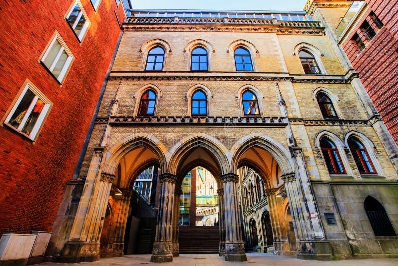 Gator och byggnader av gamla Bremen royaltyfria bilder