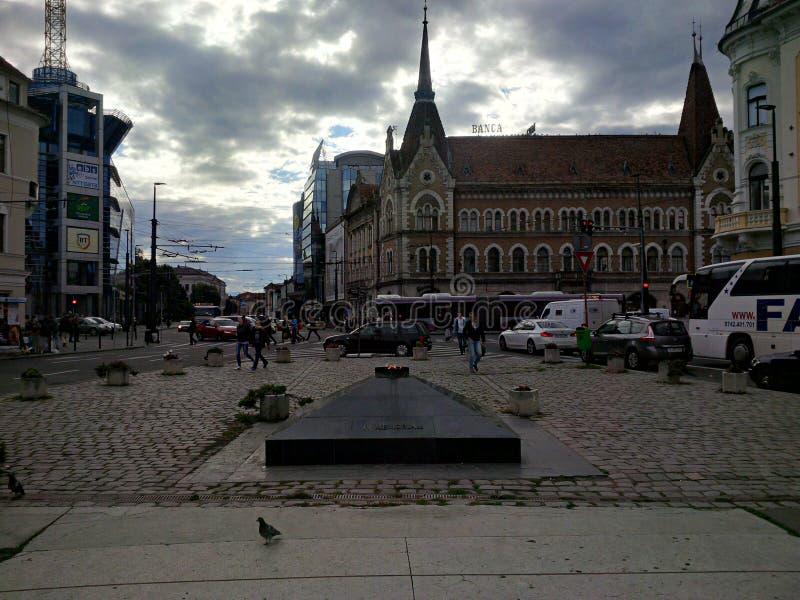 Gator och byggnader från Cluj-Napoca arkivfoto