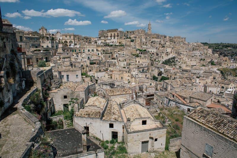 Gator och hus för stad för Matera apuliatappning gamla i Italien royaltyfria foton