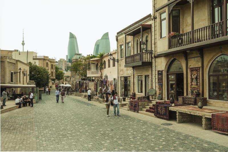 Gatorna av centret av Baku, Azerbajdzjan royaltyfria bilder