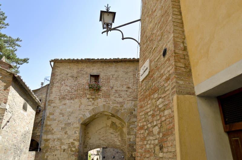 Gatorna av Montepulciano - Italien royaltyfri fotografi