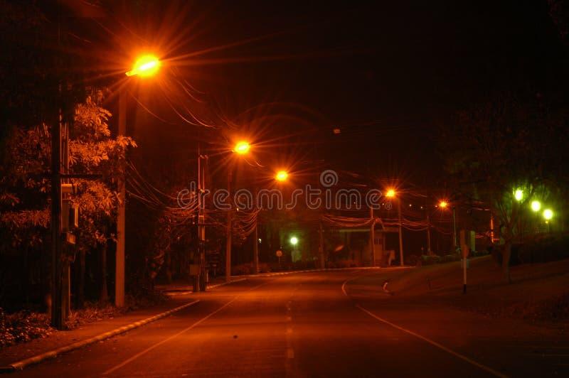 Gatorna på natten arkivbilder