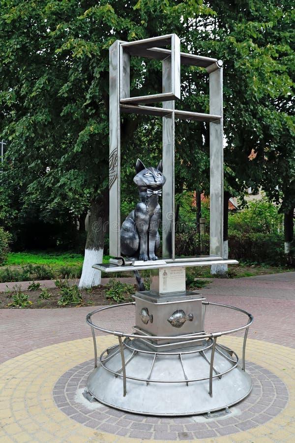 Gatos de Zelenograd da estátua Zelenogradsk, oblast de Kaliningrad, Rússia imagens de stock royalty free