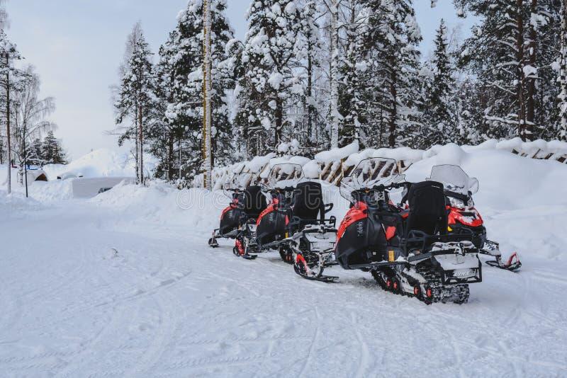 Gatto delle nevi in Lapponia - in finlandia fotografia stock libera da diritti