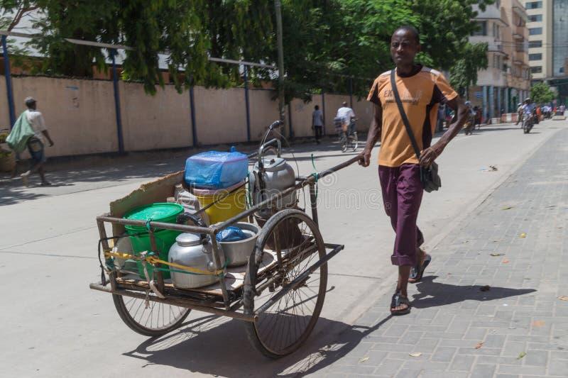 Gatuförsäljare av Dar Es Salaam arkivfoto