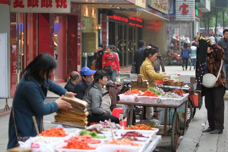 Gatuförsäljare i Kina royaltyfri bild