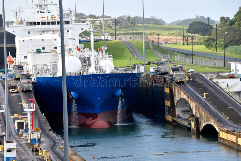 Gatun l?ser den Panama kanalen royaltyfri fotografi