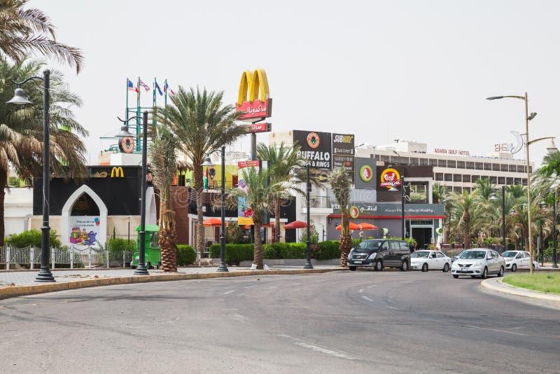 Gatuvy över Aqaba på solens dag royaltyfria foton