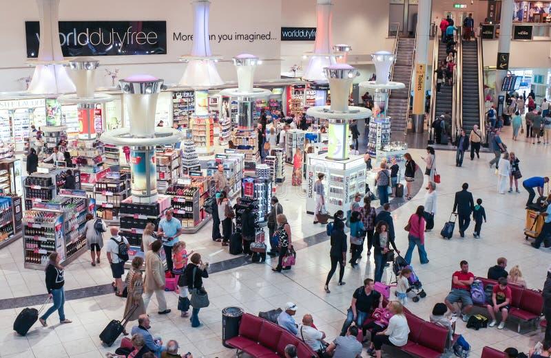 Gatwick-Flughafen-zollfreies Einkaufen lizenzfreie stockfotografie
