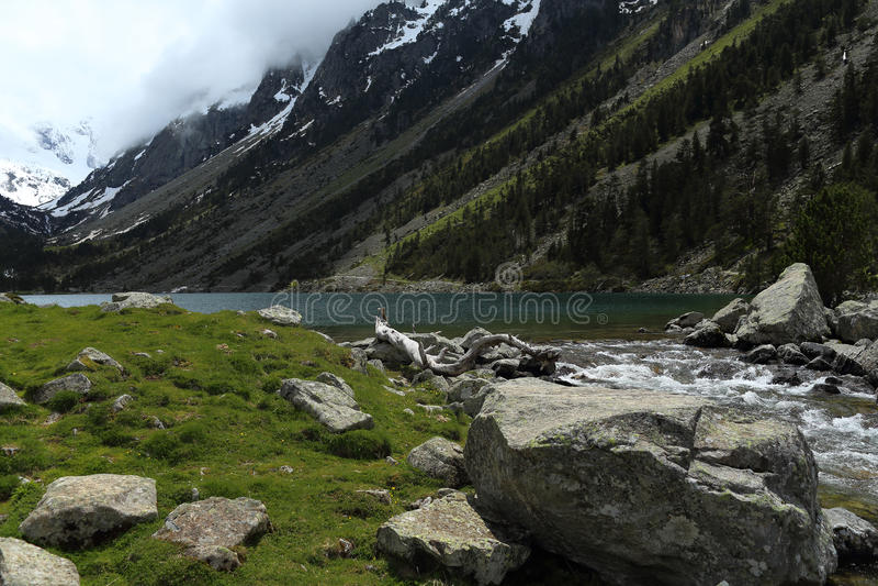 Gaube湖和比利牛斯 库存图片