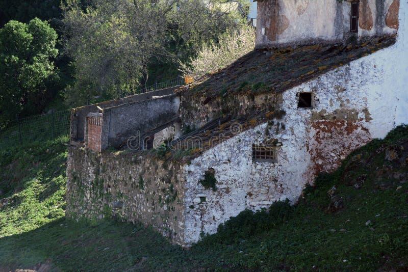 Gaucin, escenas y pueblos blancos típicos de Andalucía imagenes de archivo