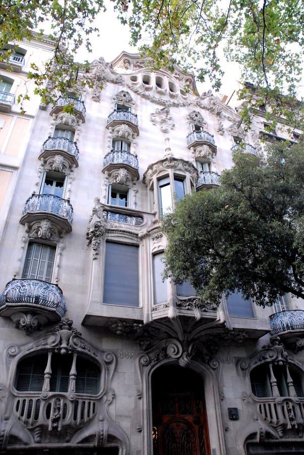Gaudi宫殿在巴塞罗那(西班牙)有被环绕的阳台的 免版税库存照片