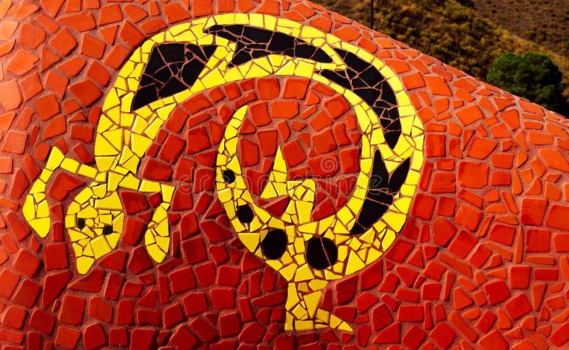 Gaudi样式马赛克蜥蜴, Competa,西班牙 免版税图库摄影