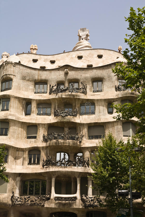 Download Gaudi domowy s obraz stock. Obraz złożonej z cegła, krajobraz - 17884359