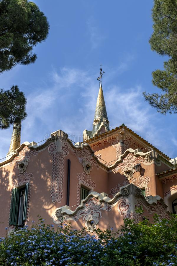 Gaudihuis in park Guell stock foto