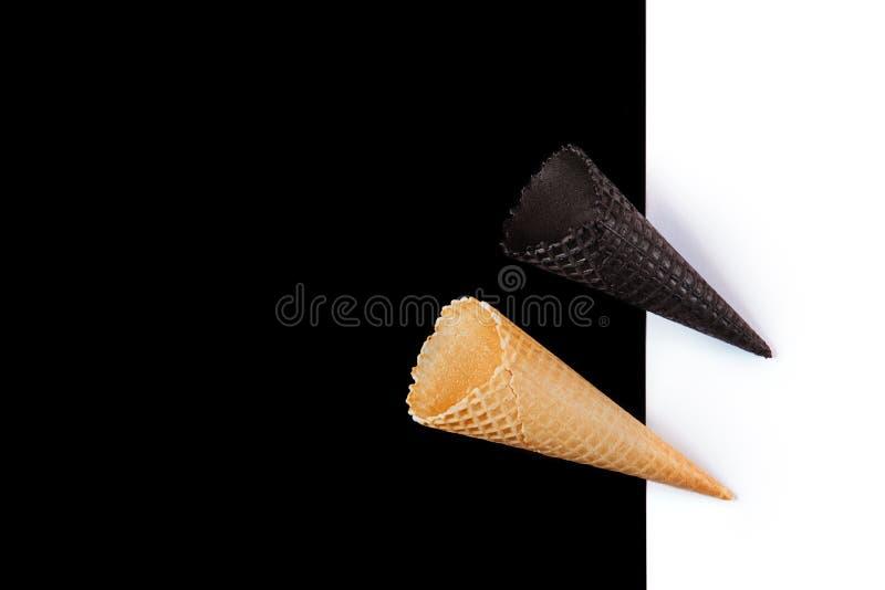 Gaufre sur le fond noir et blanc image libre de droits