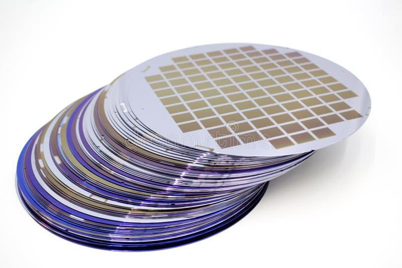 Gaufrettes de silicium de couleur différente en stock photographie stock libre de droits