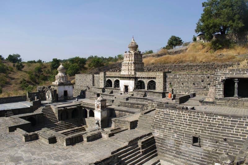 Gaumukh tempel från Lonar i det Buldhana området, Maharashtra, Indien royaltyfria bilder