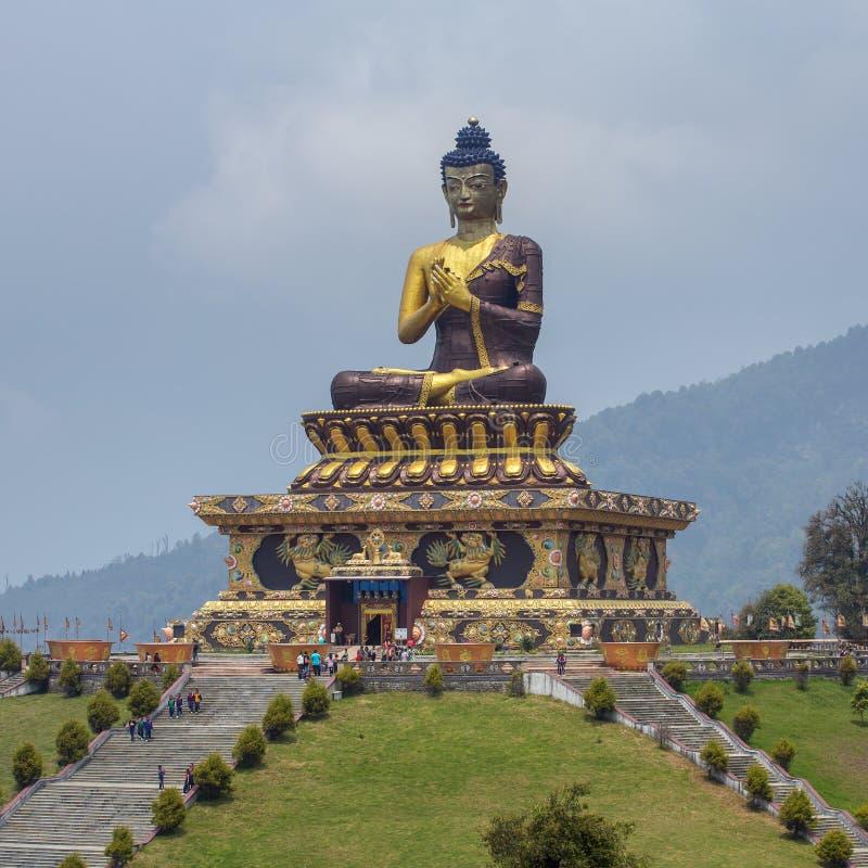 Gautama Buddha-standbeeld in het Park van Boedha van Ravangla in Zuid-Sikkim stock fotografie