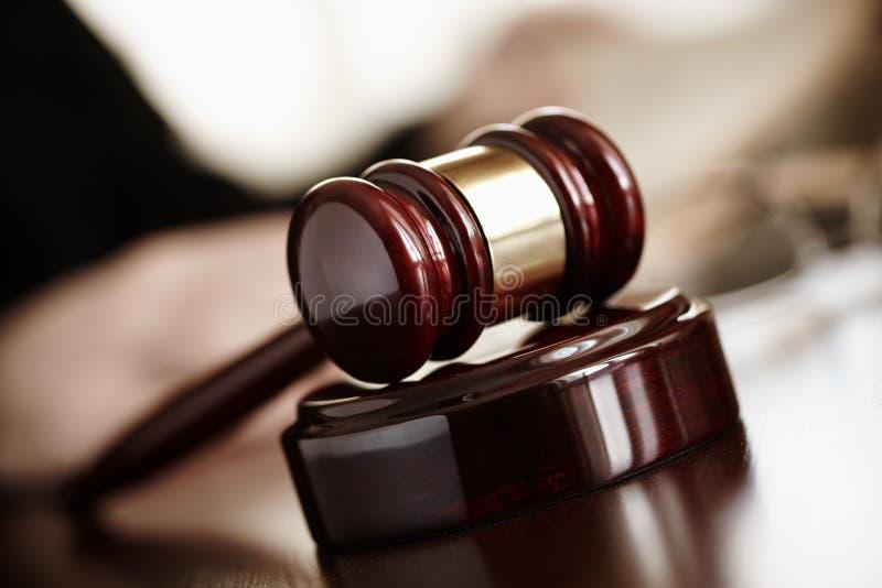 gavel δικαστές