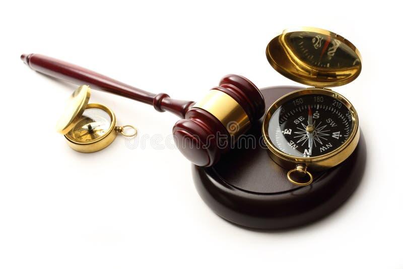 Gavel και πυξίδα δικαστή στοκ φωτογραφία με δικαίωμα ελεύθερης χρήσης