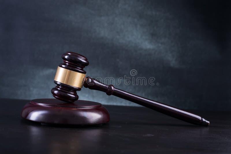 Gavel de madeira dos juizes imagens de stock