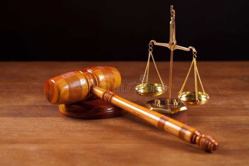 gavel e balanço do juiz fotografia de stock royalty free
