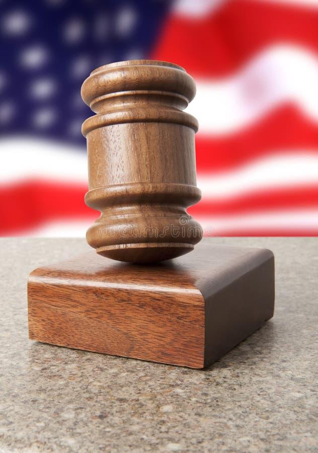 Gavel e bandeira dos EUA imagens de stock