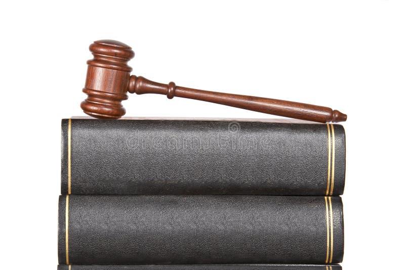 Gavel e livros de lei de madeira foto de stock royalty free