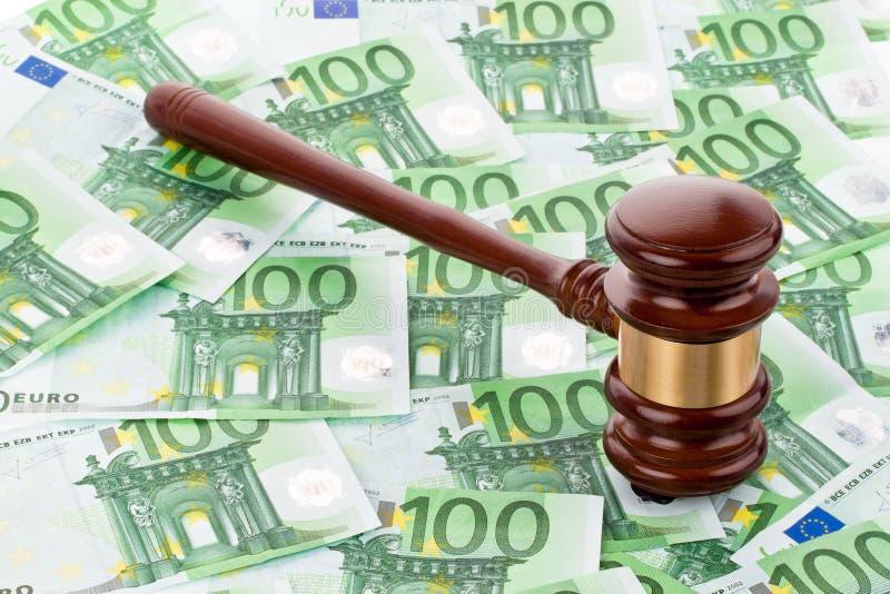 Gavel et euro billets de banque photos libres de droits