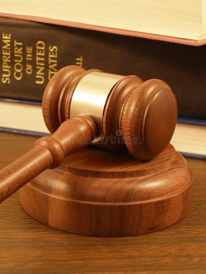 Gavel et livres de loi images libres de droits