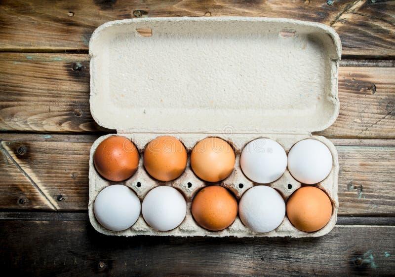 Gaveta de ovos frescos imagem de stock