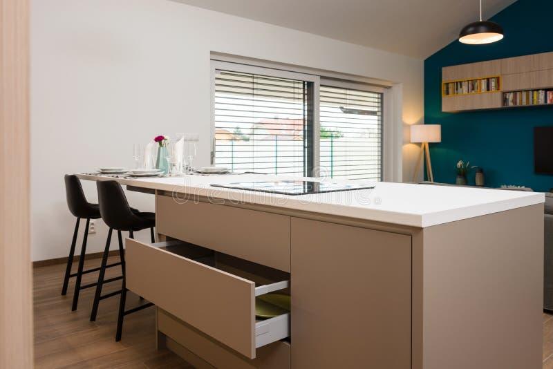 Gaveta do armário na cozinha foto de stock royalty free