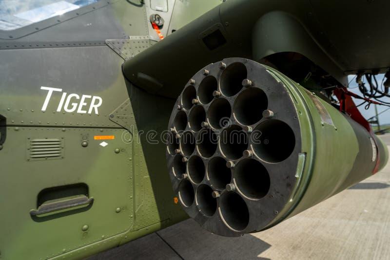 Gaveta para lançar foguetes não-guiados do tigre de Eurocopter do helicóptero de ataque, close-up fotografia de stock