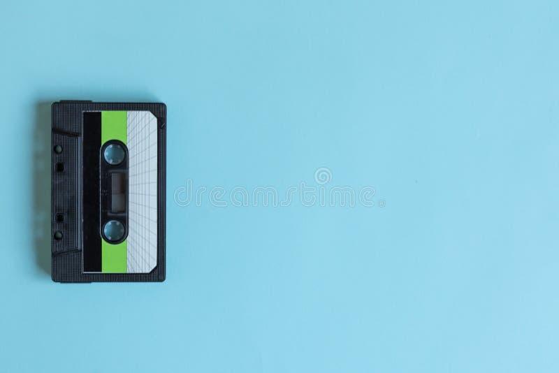 Gaveta para o estilo retro do gravador no fundo da cor pastel fotografia de stock