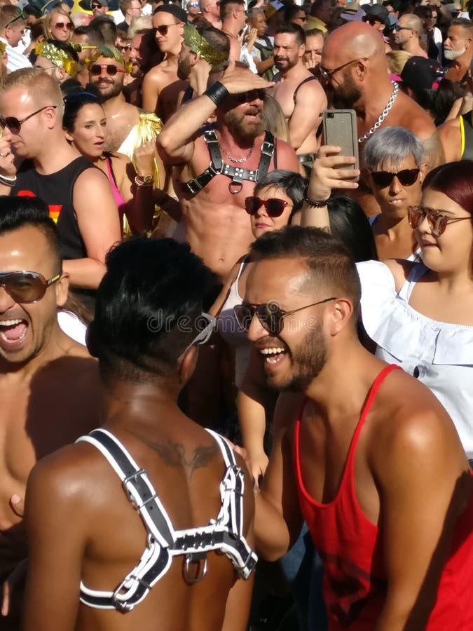 Gay color giallo canarino Pride May 2017 di Gran immagine stock libera da diritti