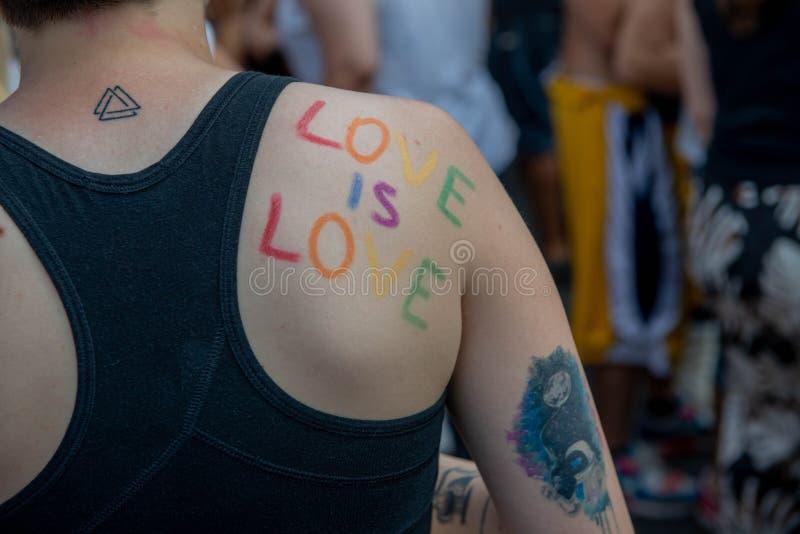 Gay Pride gai à Milan image libre de droits