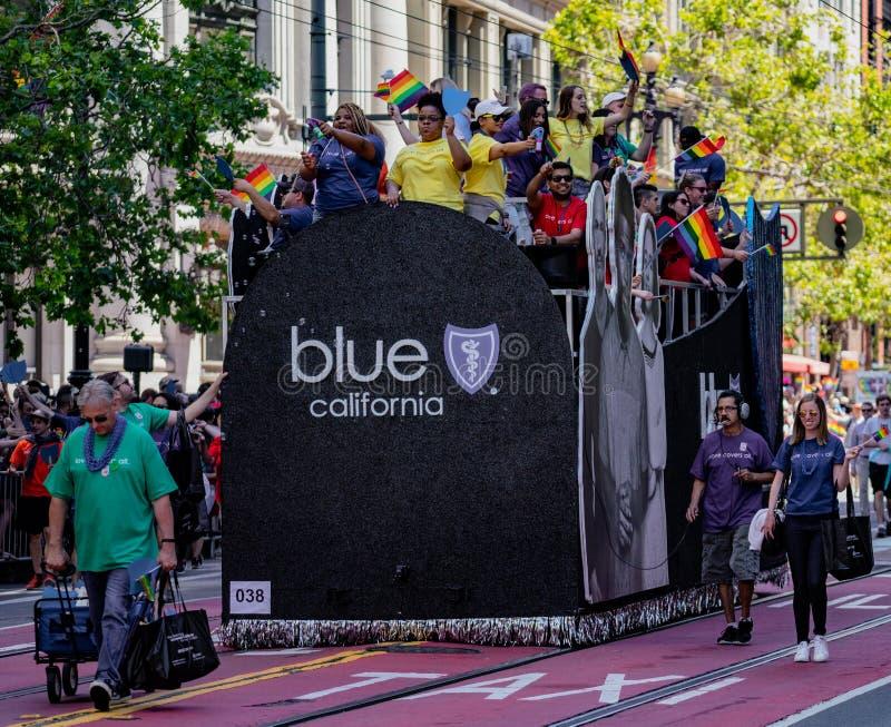Gay Pride Parade en San Francisco - escudo azul corporativo Califo imágenes de archivo libres de regalías