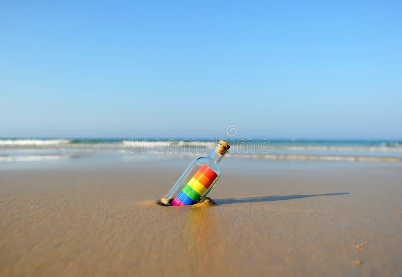 Gay pride sulla spiaggia fotografia stock libera da diritti