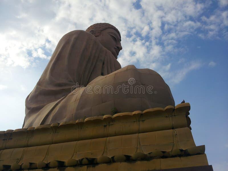 Gaya di fico delle indie orientali: La statua gigante di Buddha fotografie stock